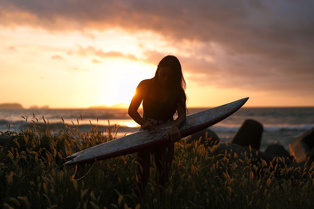 Image of women surfer taken by Ciat Miers with the EOS R